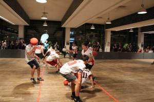 Ballgerangel der Crusader-Teams