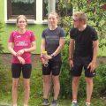 Marie-Chantal beim warten auf ihre Staffelpartnerin vor der abschließenden 3km Schlussrunde
