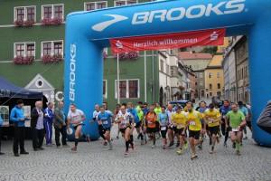 Manu Läufer ganz links und Patrick Läufer hinterste Reihe rechts mit rotem Halstuch